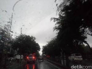 BMKG: Jabodetabek Dibayangi Hujan Lebat dan Petir Hingga Sore ini