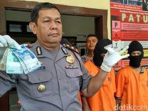 Satpol PP Kota Kediri Serahkan Pengedar Pil Koplo ke Polisi