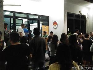 Puluhan Orang Datangi Bawaslu DKI, Lapor Tak Bisa Mencoblos