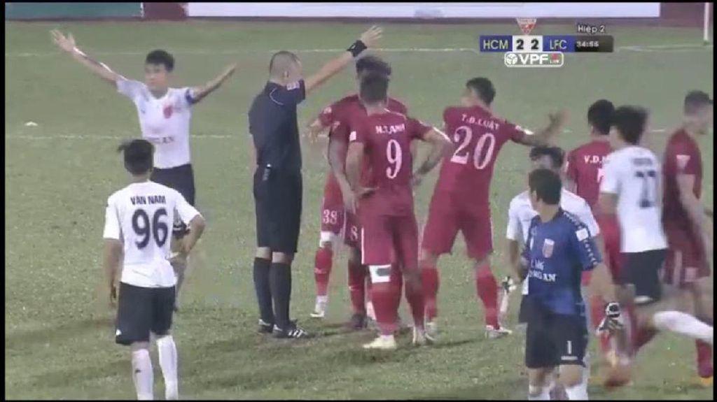 Protes Penalti, Tim Vietnam Ini Ngambek dan Biarkan Lawan Cetak Tiga Gol