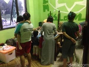 Pengungsi Banjir di Jaktim Mengalami Nyeri, ISPA, dan Gatal-gatal