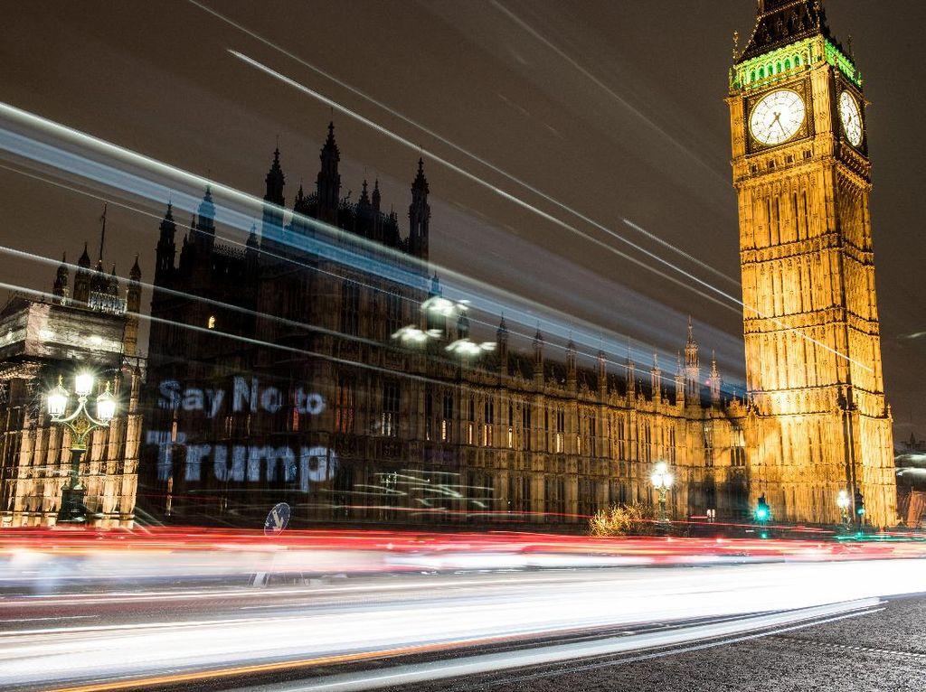 Say No to Trump Nampang di Istana Westminster