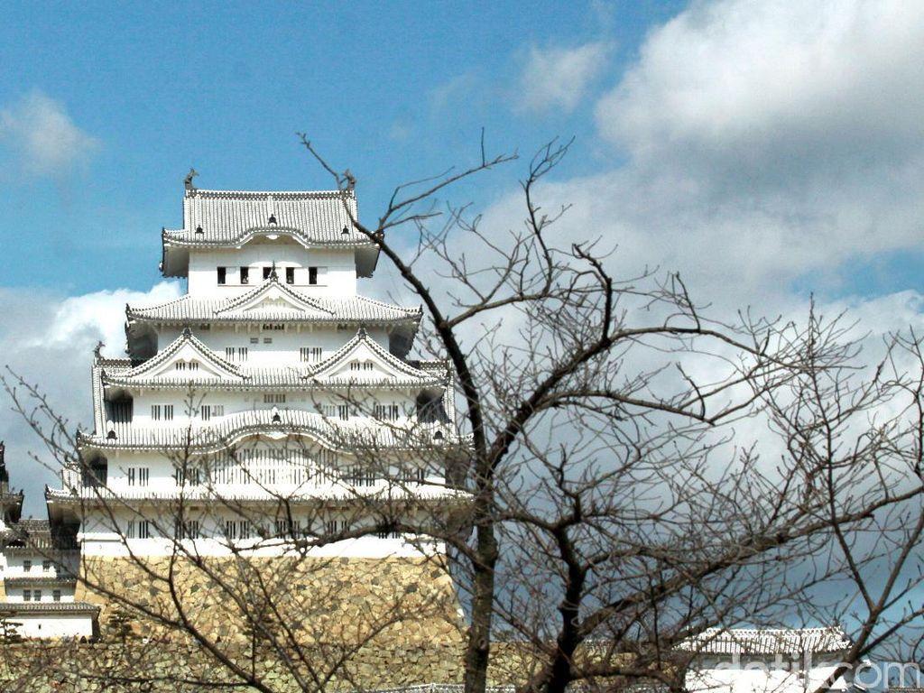 Ada Kastil James Bond di Jepang