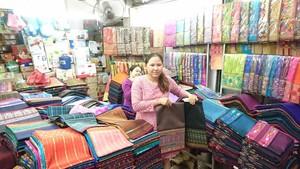 Pasar Pagi di Laos, Terima Semua Mata Uang Dunia
