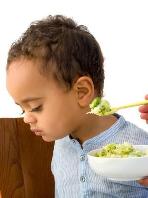Kita Nggak Perlu Paksa Anak Habiskan Makan Sampai Berjam-jam, Bun