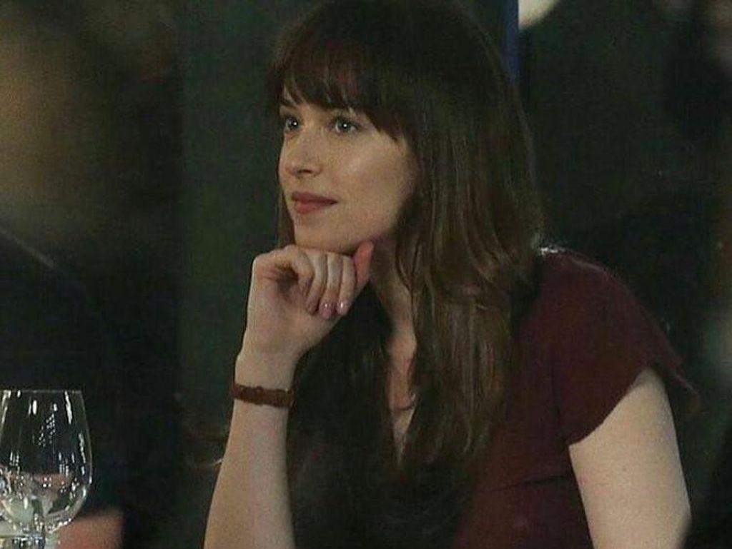 Ini Koleksi Lipstik yang Dipakai Dakota Johnson di Film Fifty Shades Darker