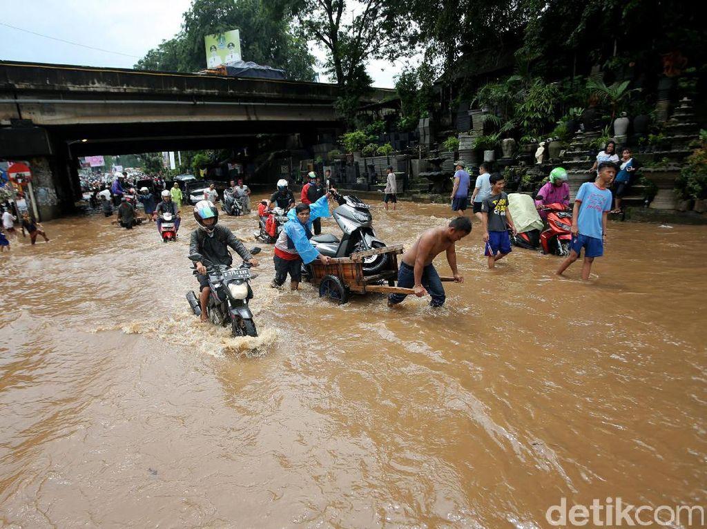 Begini Lokasi Banjir di Kolong Tol Kalimalang