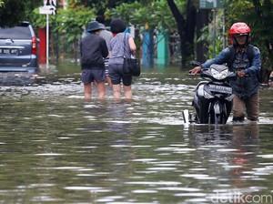 Banjir Rendam Perumahan Bintara Jaya Permai