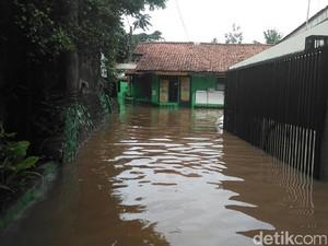 Novi Tewas Tersetrum Saat Rumahnya di Kemang Kebanjiran