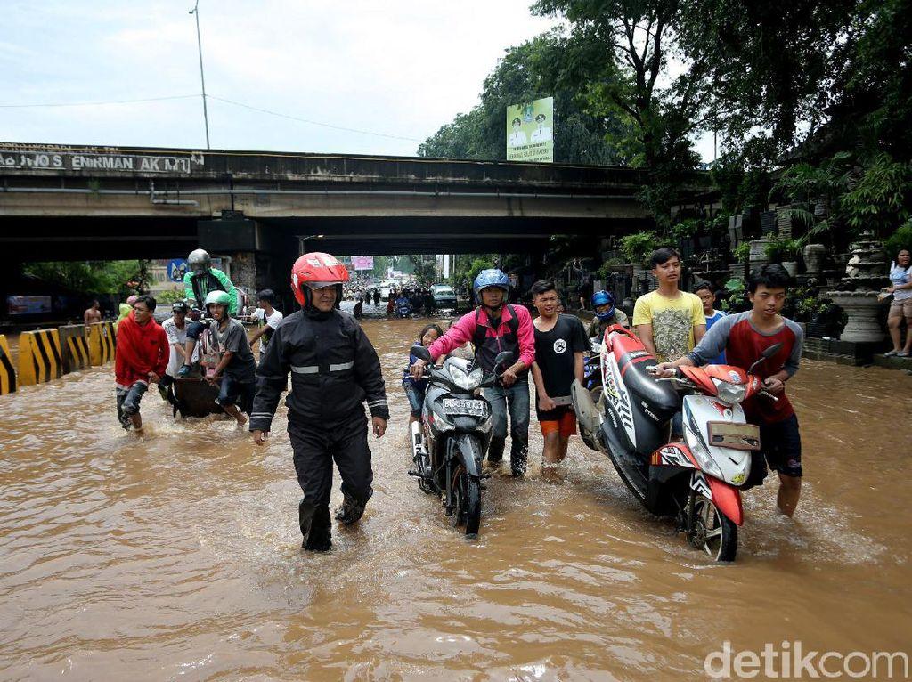 Sering Banjir, Saluran Air Kolong Tol JORR Kalimalang akan Diperlebar