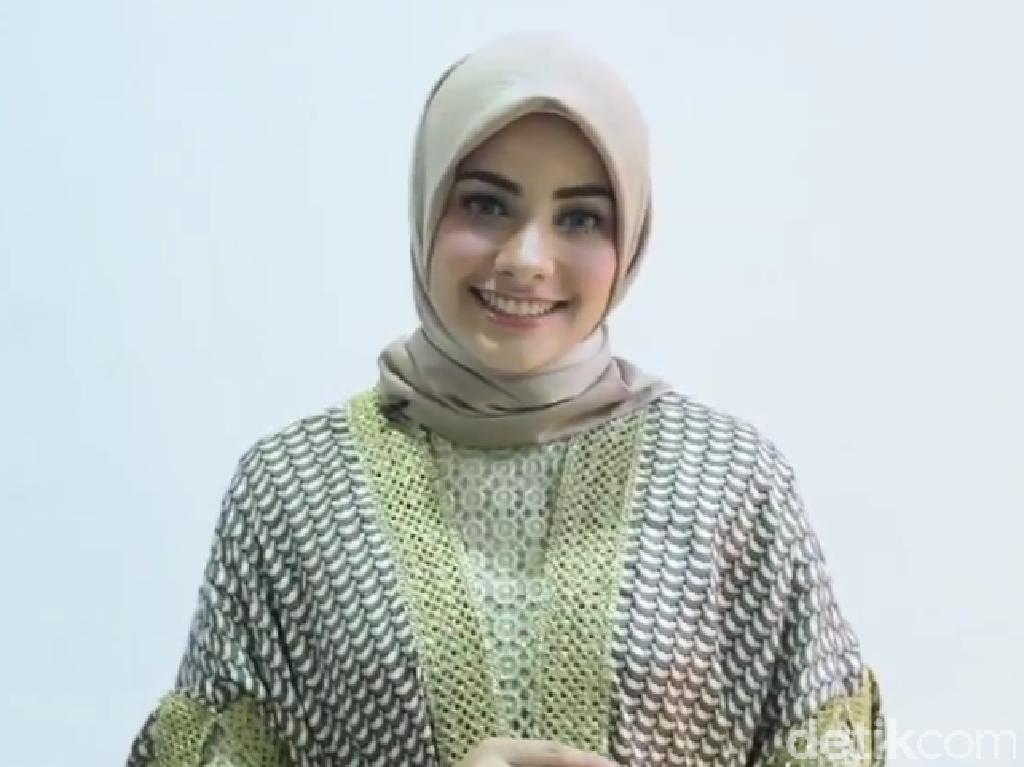 Tutorial Hijab Kondangan Ala Si Cantik Berdarah Arab-Turki, Mouzalina