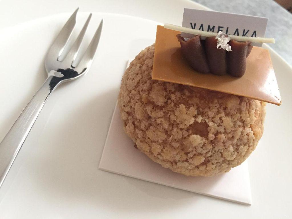Namelaka: Ayo Ngemil Choux Salted Caramel dan Thai Milk Tea yang Lembut Manis!