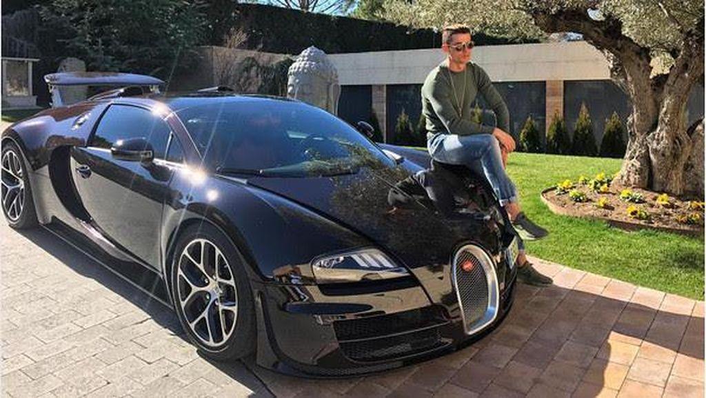 Gaya Ronaldo, Peraih Ballon dOr 2017 dengan Mobil Mewah