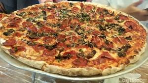 Pizza Kotak dan Pizza Raksasa, Pizza Unik Buat Penggemar Pizza