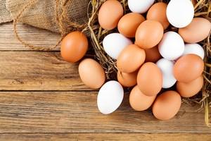 Wah, di Dalam Telur Ini Ada Telur Utuh Berkulit!