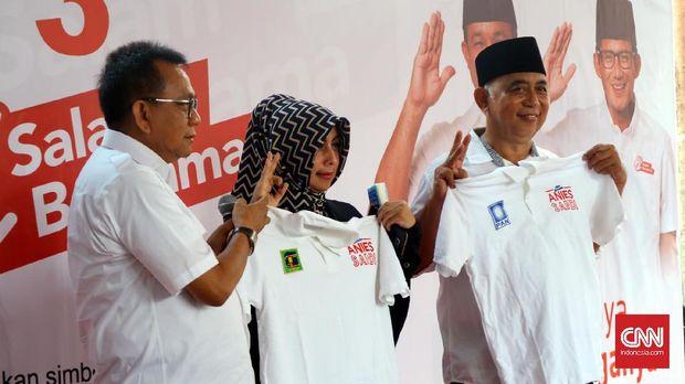 Politikus PAN DKI Bambang Kusumanto (kanan), di Posko Cicurug, Menteng, Jakarta, Rabu (22/2).