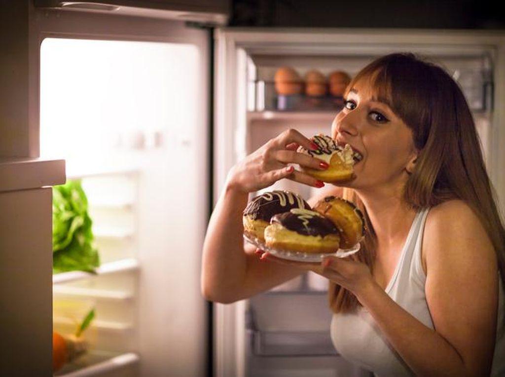 Saran Ahli Gizi Agar Tak Kalap Makan Saat Sedang Stres
