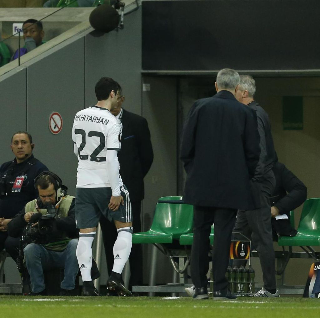Mkhitaryan Dipastikan Absen di Final Piala Liga Inggris