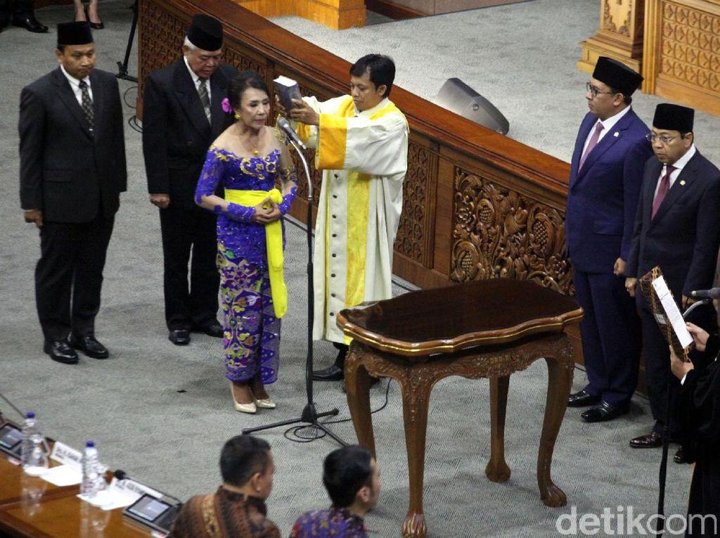 DPR Lantik Tiga Anggota Pergantian Antar Waktu