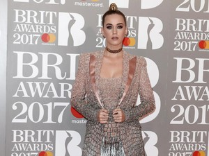 <i>Teenage Dream</i> ! Penampilan Katy Perry di BRIT Awards 2017