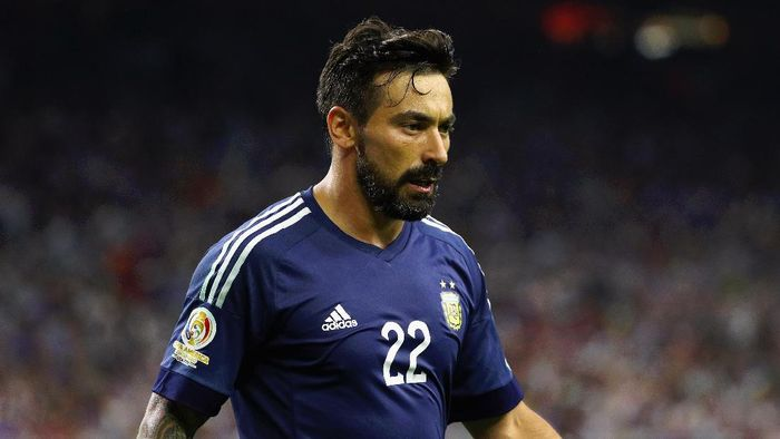 HOUSTON, TX - JUNE 21:  Ezequiel Lavezzi #22 of Argentina reacts in the first half against the United States during a 2016 Copa America Centenario Semifinal match at NRG Stadium on June 21, 2016 in Houston, Texas.  (Photo by Scott Halleran/Getty Images)