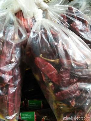 Rawit Merah Mahal, Pedagang Beralih Jual Cabai Kering Impor
