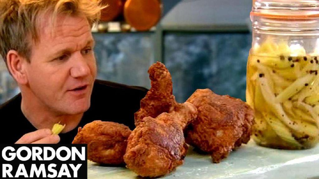 Ini Keseruan Gordon Ramsay Memasak Buttermilk Fried Chiken Bersama Putranya