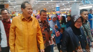 Resmikan Transmart Rungkut, Risma: Surabaya Makin Berkembang