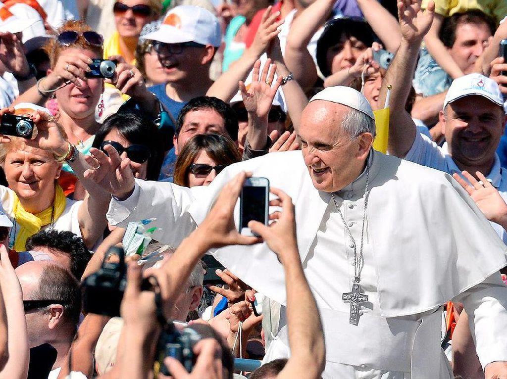 Paus Franciskus Diharamkan Menyebut Kata Rohingya di Myanmar