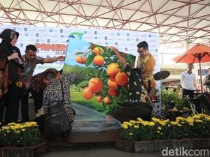 Anak Berkebutuhan Khusus Pamerkan Lukisan di Bandara Juanda