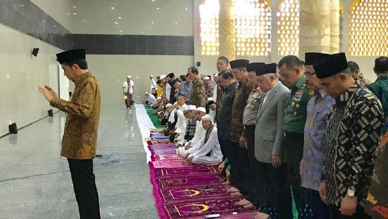 Jokowi Jadi Imam Salat Asar, Menag dan Din Syamsuddin Makmum