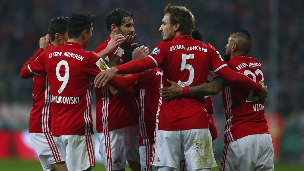Lewandowski Hat-trick, Bayern Gunduli Hamburg 8-0