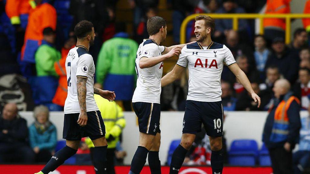 Kane Hat-trick, Spurs Hajar Stoke 4-0