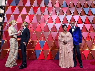 Dua pasangan romantis, Keith Urban-Nicole Kidman dan Samuel L Jackson-LaTanya Richardson. Kevork Djansezian/Getty Images/detikFoto.