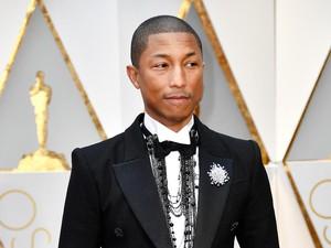 Pakai Setelan Chanel, Pharrell Williams Tiru Karl Lagerferld di Oscar