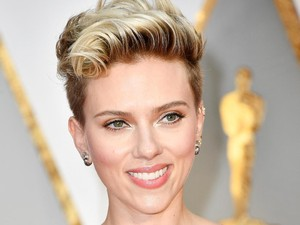 Tren Chinplant, Wanita Kini Ingin Punya Dagu Seperti Scarlett Johansson