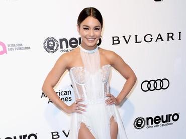 Ia seperti hanya mengenakan lingerie berwarna putih di acara tersebut. Frederick M. Brown/Getty Images