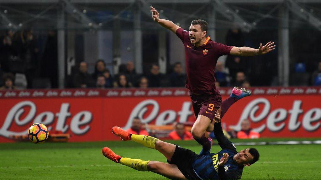 Roma Jungkalkan Inter di Meazza
