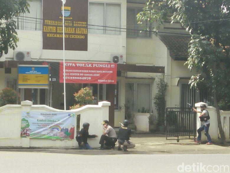 Duarr! Ada Orang Ledakkan Benda Diduga Bom di Cicendo Bandung