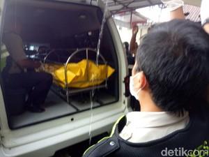 Jasad Pelaku Bom Panci Dibawa ke RS Polri Jakarta