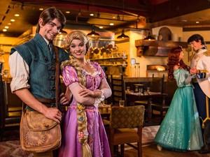 """Di """"Bon Voyage Breakfast"""" Bisa Sarapan Lezat dengan Ariel hingga Rapunzel"""