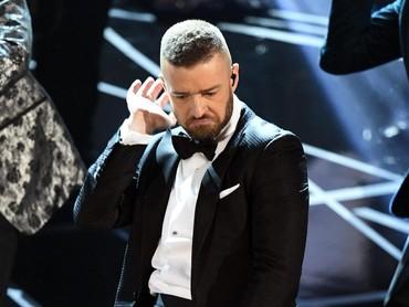 Acara dibuka dengan penampilan dari Justin Timberlake yang membawakan lagu Cant Stop the Feeling. Kevin Winter/Getty Images