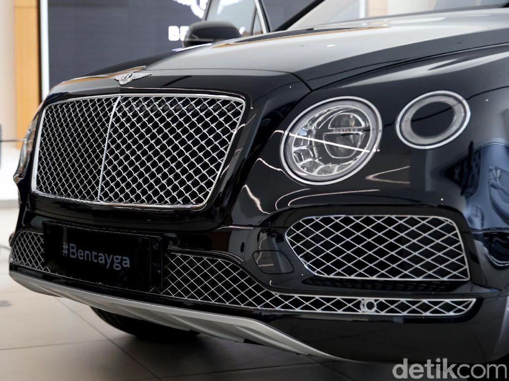 SUV Mewah Bentley Bermesin V8 Dibanderol Rp 7,999 Miliar