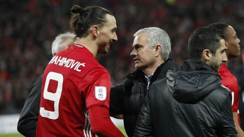 Mourinho Santai Menunggu Keputusan Ibra dan Tegaskan Akan Dukung Keputusannya