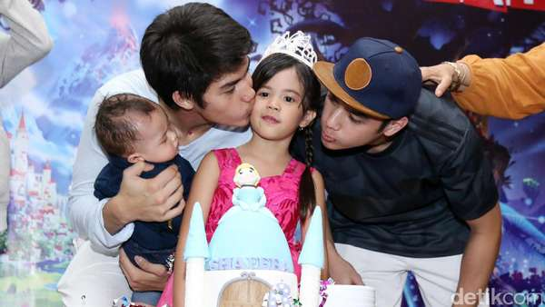 Melihat Lagi Kebersamaan Ahmad Dhani dan Anak-anaknya