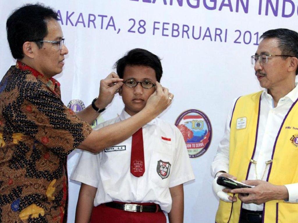 16.000 Kacamata untuk Siswa SD