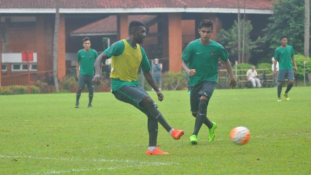 Cedera Hidung, Yanto Basna Dilarang Sundul Bola