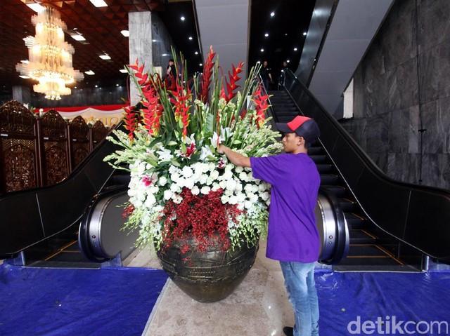 Jelang Kedatangan Raja Salman, Gedung DPR Dihiasi Bunga