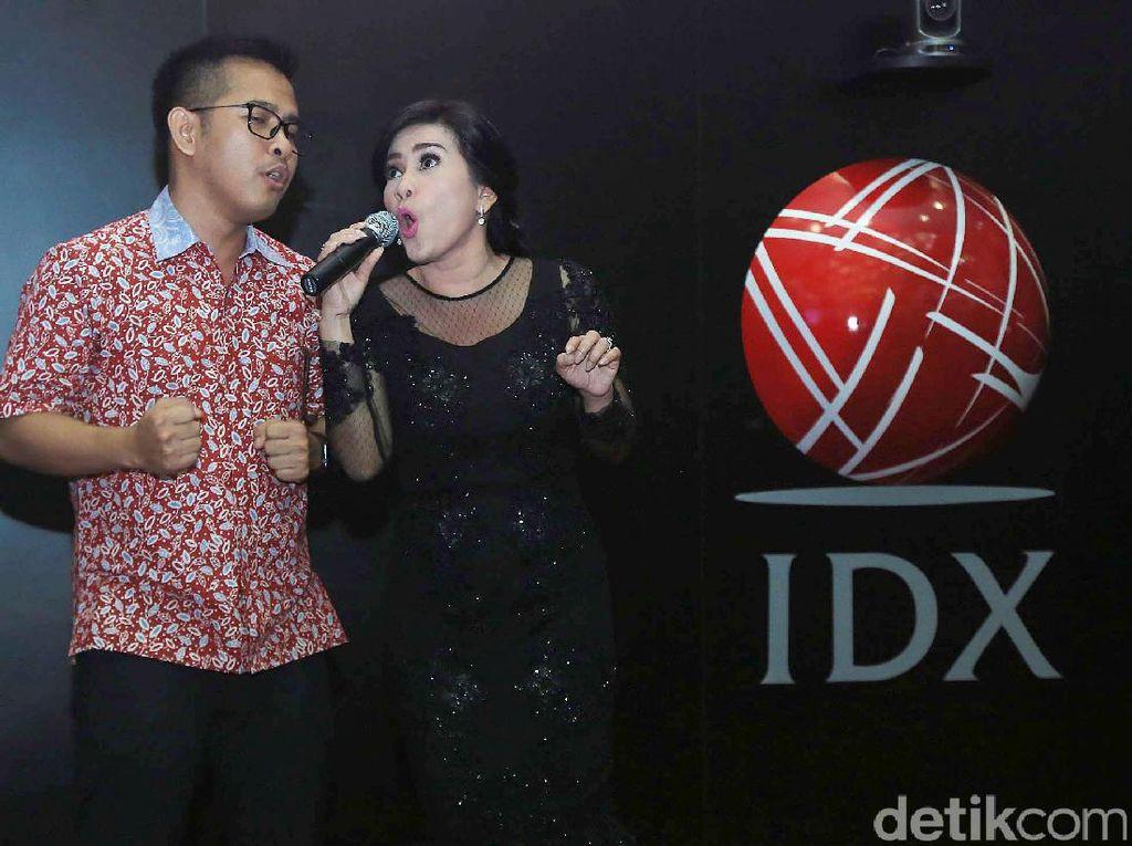 Ikke Nurjanah Goyang Bursa Efek Indonesia