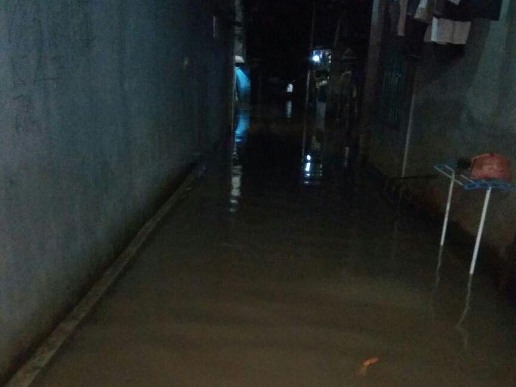 Penampakan Banjir di Cilandak Timur Akibat Luapan Kali Krukut